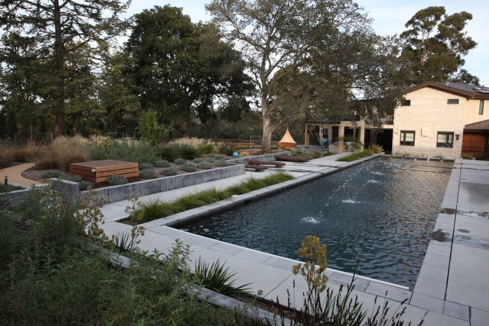 Inspiration for a large contemporary drought-tolerant and full sun backyard gravel water fountain landscape in San Francisco for spring.
