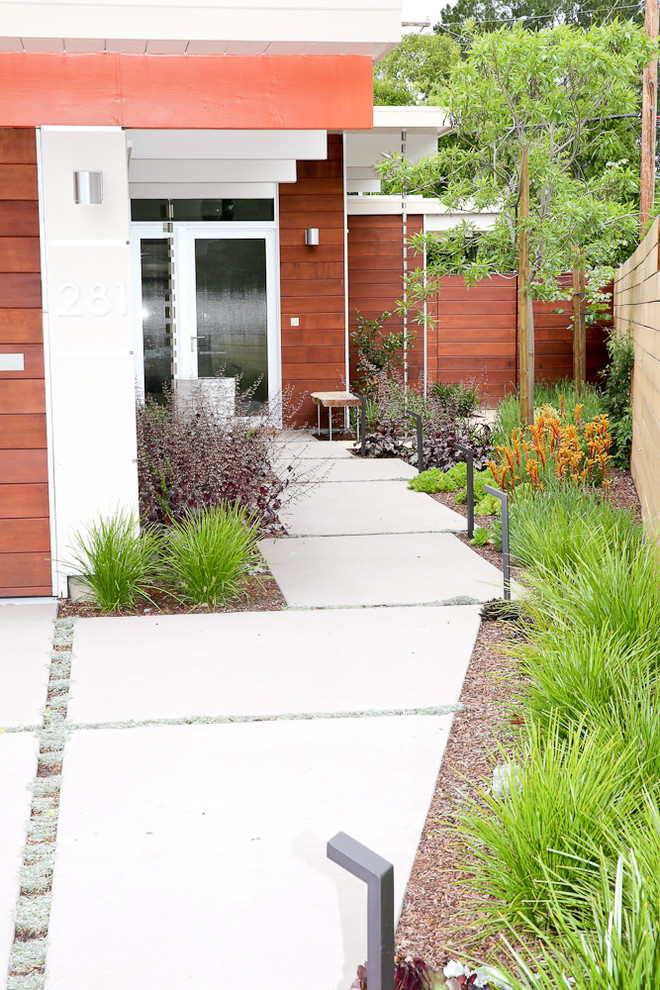 Design ideas for a mid-sized mid-century modern drought-tolerant and full sun front yard concrete paver garden path in San Francisco.