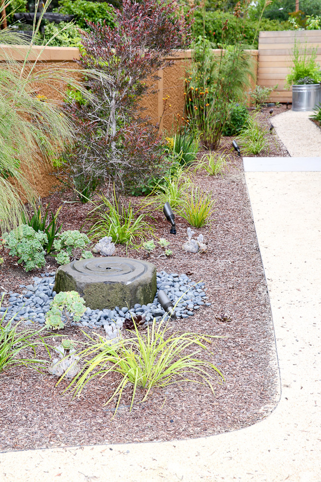 Photo of a mid-sized mid-century modern drought-tolerant and full sun front yard concrete paver water fountain landscape in San Francisco.