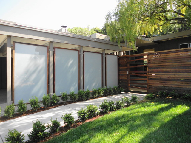 Panels framed in redwood & recycled redwood horizontal fence ...