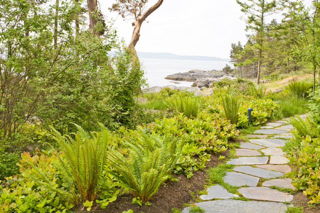 Inspiration for a traditional landscaping in Seattle.