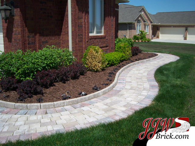 Paver walkway design ideas traditional landscape for Paved garden ideas designs