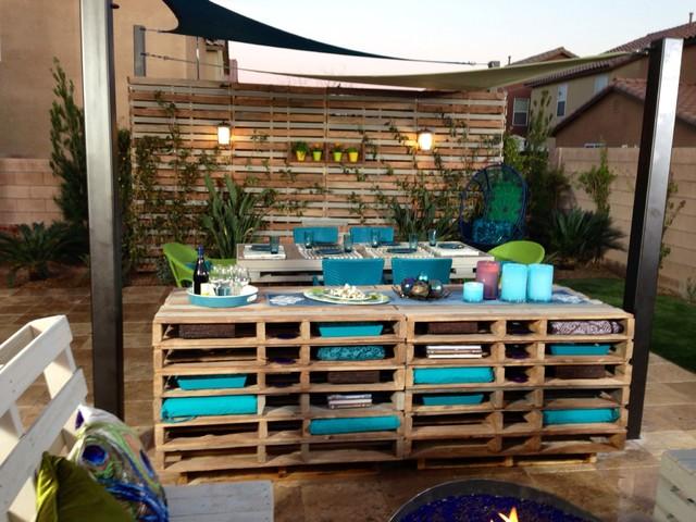Peacocks And Pallets Contemporary Landscape Las