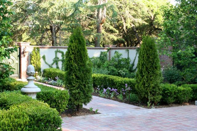 Peninsula Estate 01 (Design by Suzman Cole Design Associates) traditional-landscape