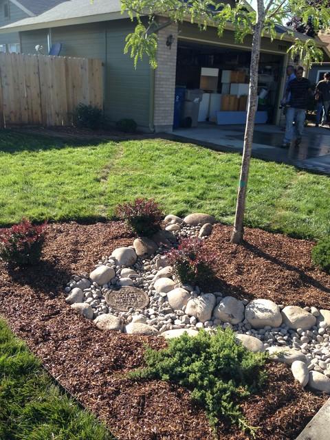 Landscaping Boulders Boise : Planting bed dry creekbed boulder