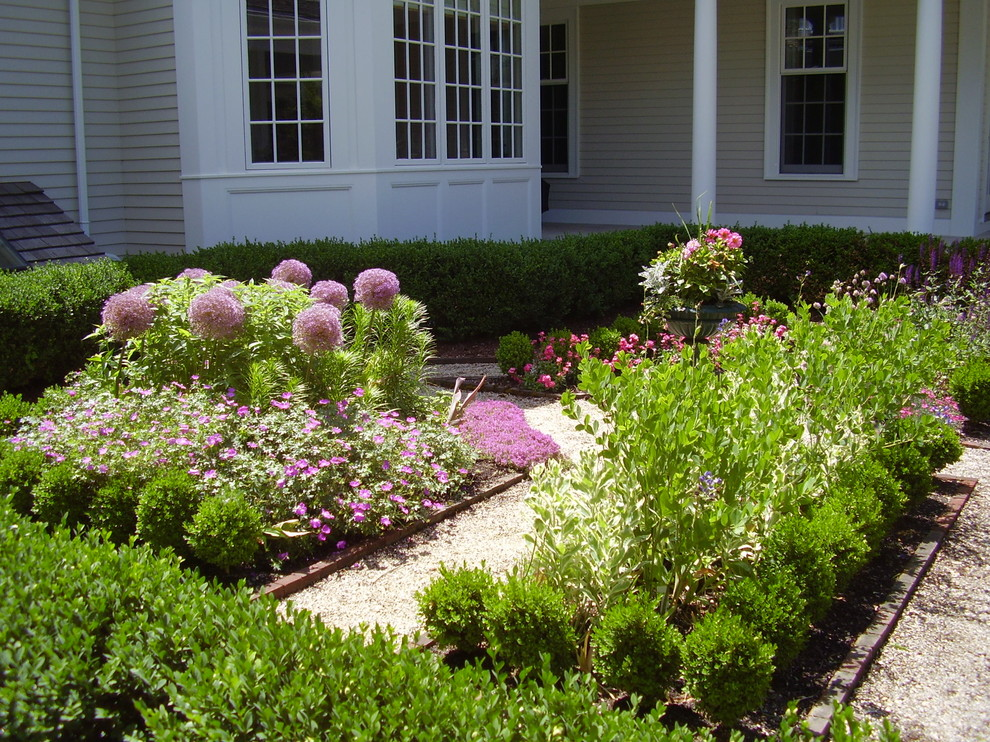 Photo of a traditional front yard landscaping in Boston.