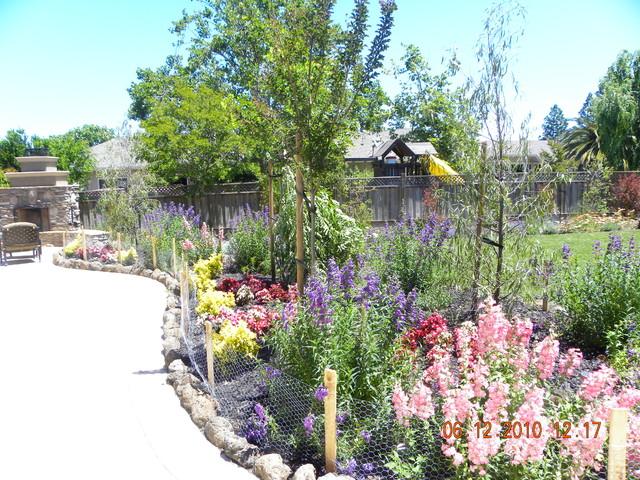 Planting designs traditional-landscape
