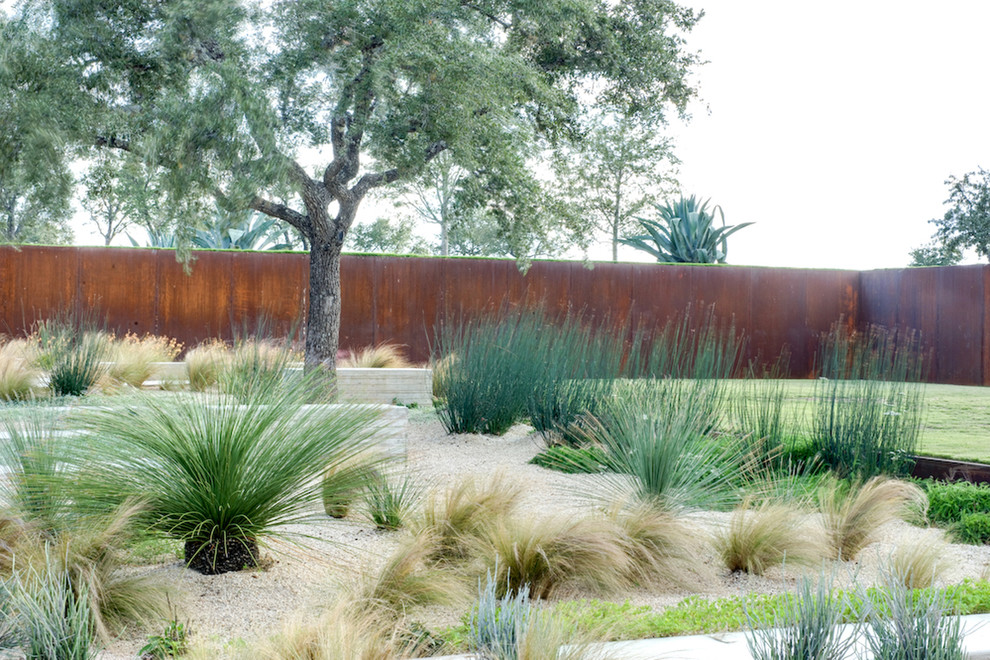 Design ideas for an industrial drought-tolerant gravel landscaping in Austin.