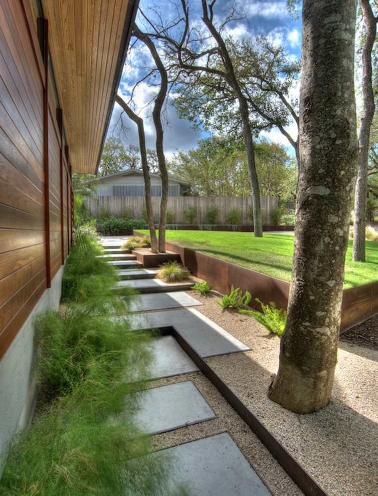Inspiration for a contemporary retaining wall landscape in Austin.
