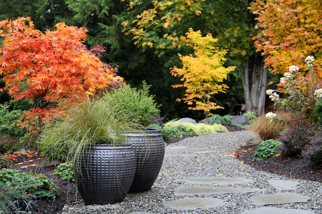 Inspiration For A Contemporary Backyard Gravel Landscaping In Seattle For  Fall.