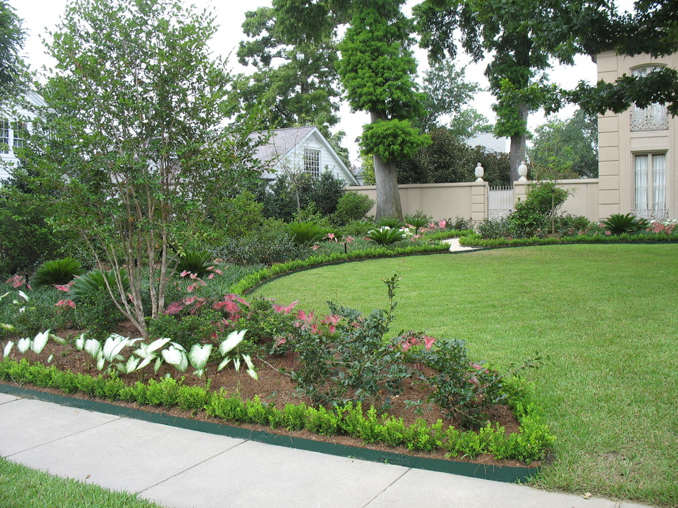 Private Gardens In New Orleans Traditional Landscape New Orleans By Peter Raarup Landscape Design