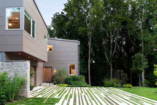 8 Ways to Get Creative with Your Driveway's Contemporary Curb Appeal