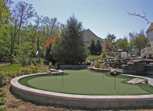 Backyard putting green guide artificial grass vs real for Garden design vs landscape architecture