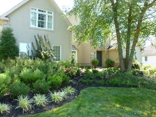 Traditional landscape design for Wayne, Radnor and Villanova homes.