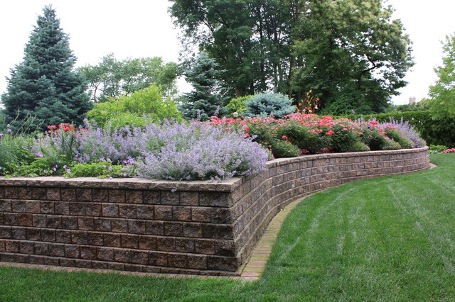 Raised bed traditional-landscape