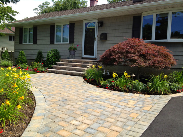 Ranch House Driveway And Front Entry Paving Installation  Traditional Landscape