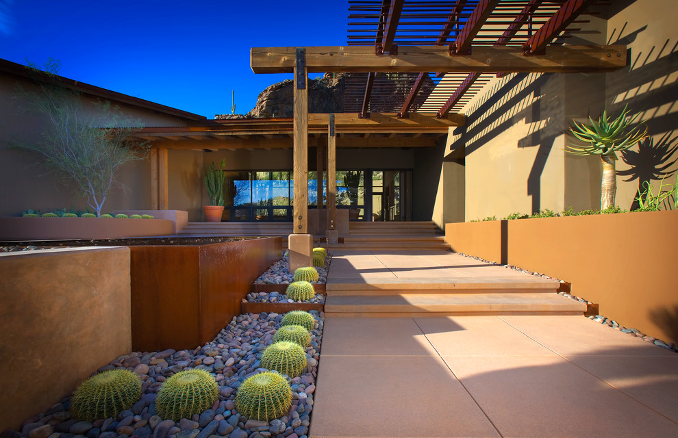This is an example of a southwestern front yard landscaping in Phoenix.
