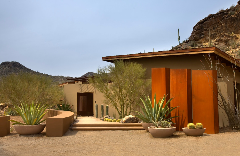 Inspiration for a southwestern drought-tolerant, full sun and desert landscaping in Phoenix.