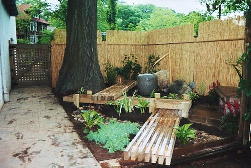 Guided gardens beautiful wooden pathways for Garden design ideas toronto