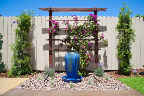9 simple and modern trellis designs for your garden for Contemporary garden trellis designs