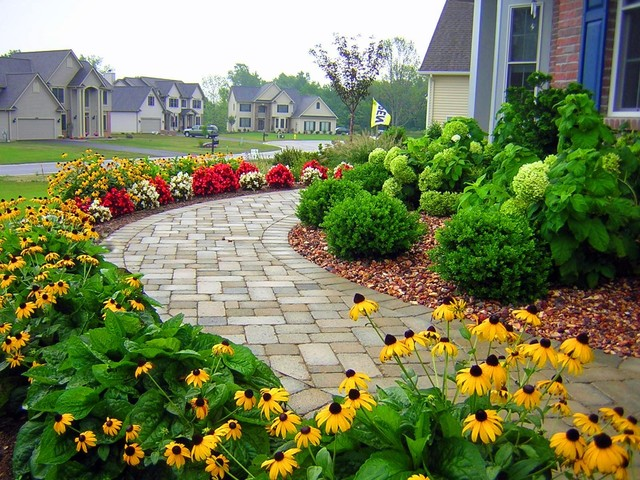 Residential front sidewalk traditional landscape for Plants for walkway landscaping ideas