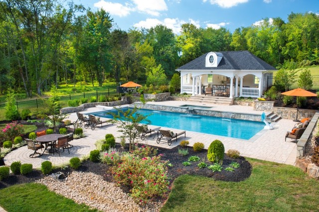 Inspiration For A Large Traditional Backyard Stone Landscaping In DC Metro.
