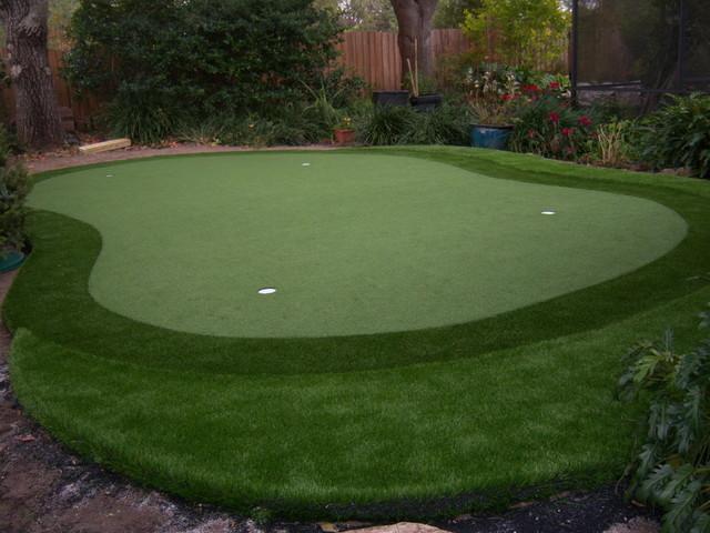 Residential Putting Green Eclectic Garden