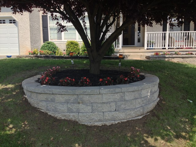 Ordinaire Retaining Wall U0026 Custom Flower Bed In Newark, Delaware Traditional Landscape