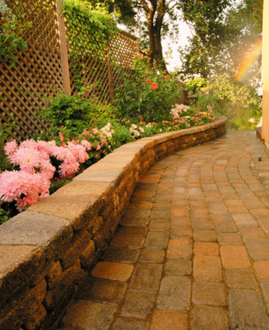 Retaining wall and pavers traditional landscape for Landscaping rocks sacramento