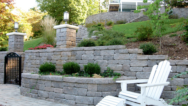 Retaining walls traditional landscape minneapolis - How to build a garden retaining wall ...