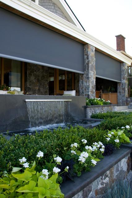 Retractable screens bring outdoor living okanagan style for Outdoor furniture kelowna
