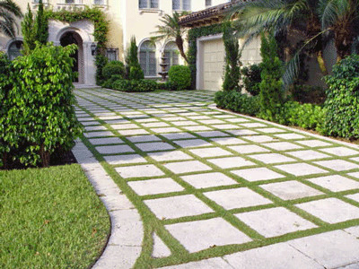 ribbon drive doen with pavers pads modern-landscape