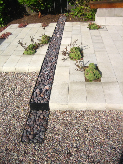 River rock channel contemporary landscape for Garden design channel 4