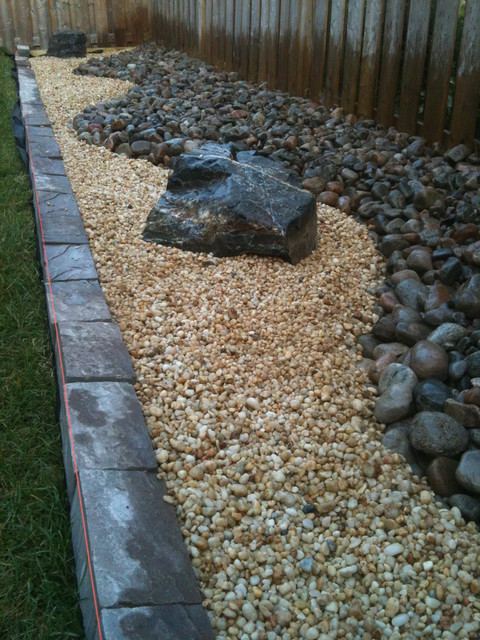 River rock with decomposed granite for Landscaping rocks