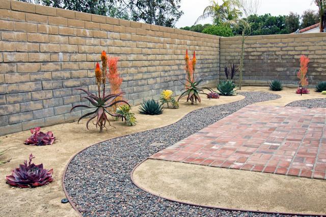 Rock pathway in xeroscape garden southwestern for Landscaping rocks orange county