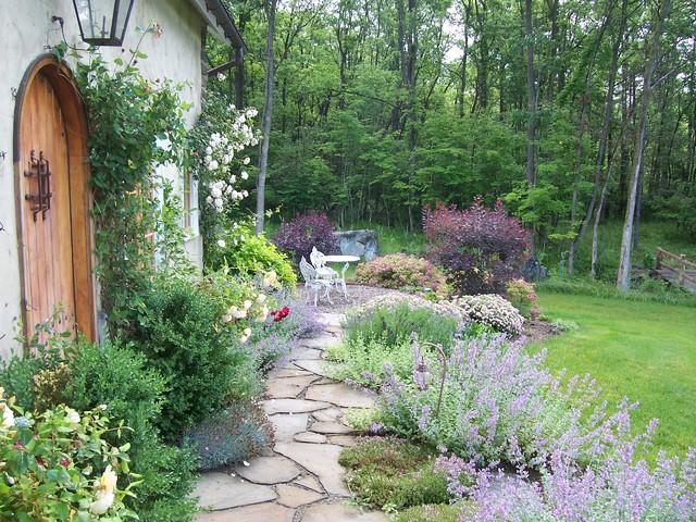 Romantic guesthouse garden shabby chic style giardino philadelphia di dear garden - Shabby chic giardino ...