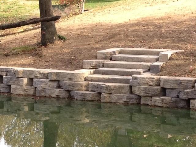 Rosetta Outcropping Traditional Garden Kansas City