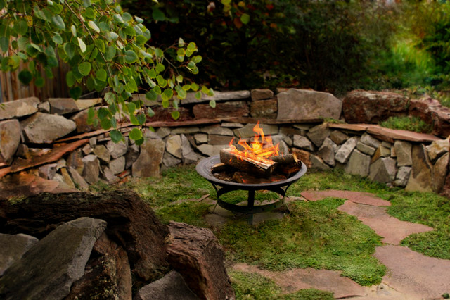 Backyard outdoor decorating ideas - Rustic Outdoor Sitting Area Traditional Landscape