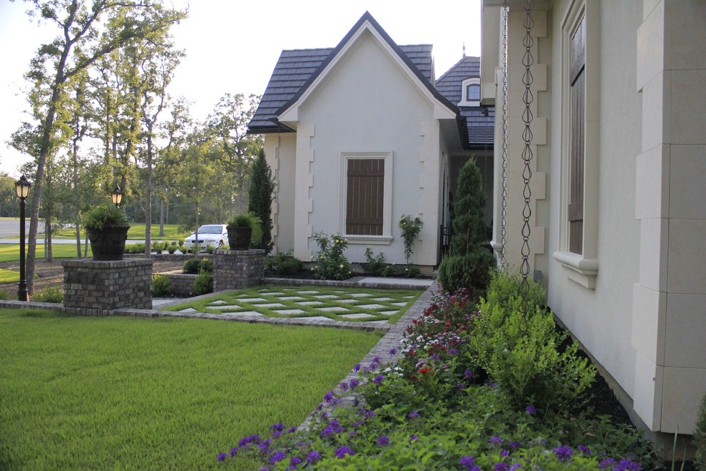 This is an example of a traditional front yard concrete paver garden path in Dallas.