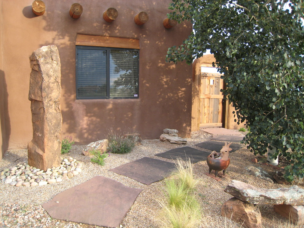 This is an example of a southwestern drought-tolerant stone landscaping in Philadelphia.