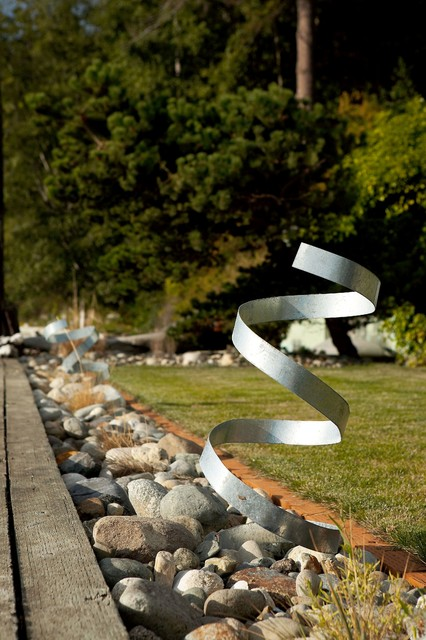 Stainless steel garden sculpture. modern-landscape