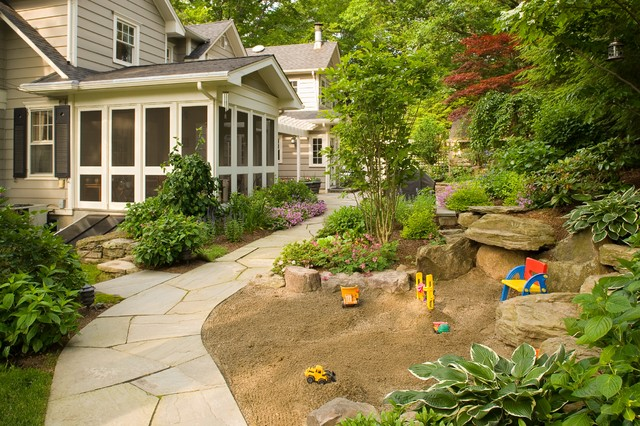 design ideas for a small traditional landscaping in newark - Sandbox Design Ideas
