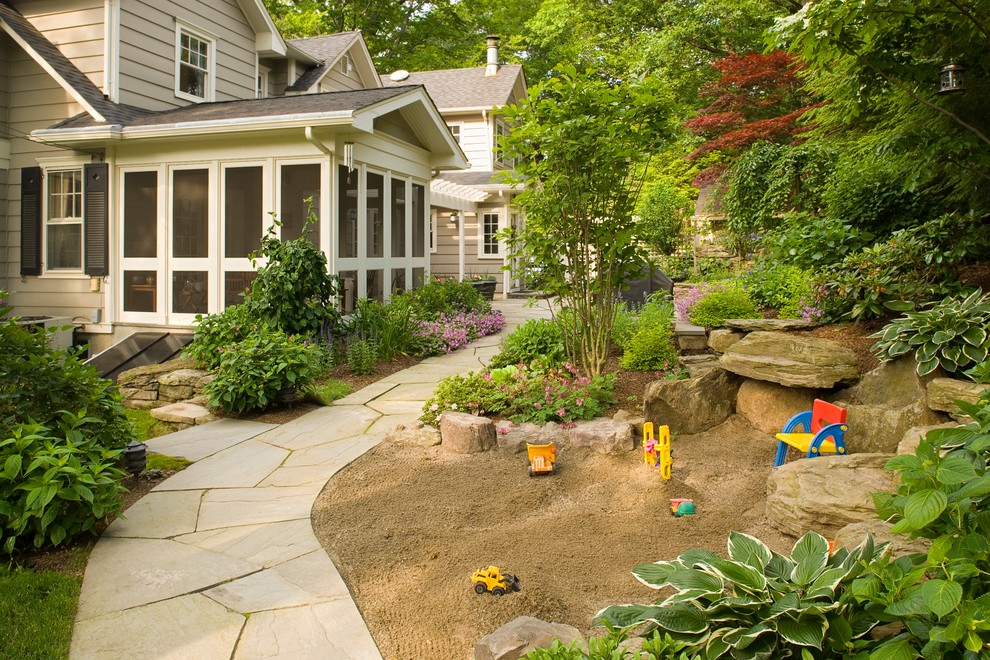 Design ideas for a small traditional landscaping in Newark.
