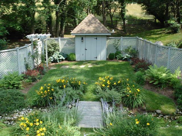 Secret Garden traditional-landscape