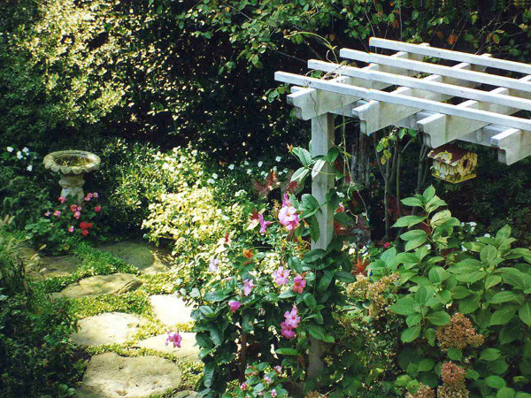Beau Secret Garden With Pergola And Stepping Stone Path Contemporary Landscape