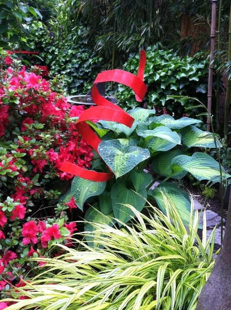 Photo of a small eclectic partial sun landscaping in Seattle for summer.