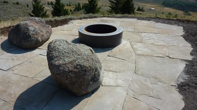 Sedan Montana Yurt contemporary-landscape
