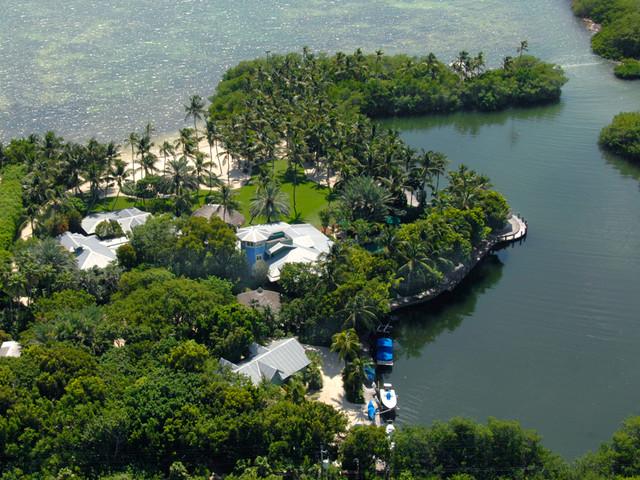 Seven Acre Garden tropical-landscape