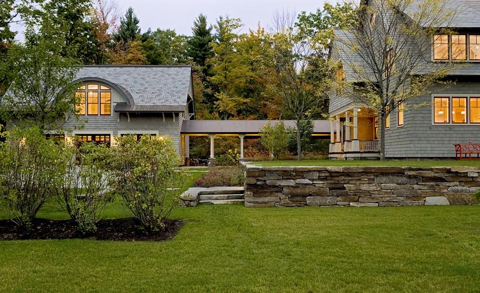 Inspiration for a victorian side yard landscaping in Burlington.