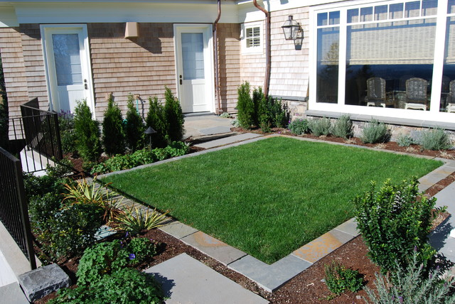 Shwa traditional landscape portland by samuel h for Small square garden designs